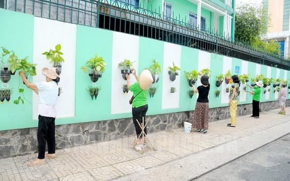 本市第三郡第九坊第五街區居民一同參加生活環境美化活動。