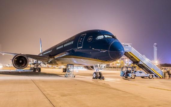 越航飛機準備就緒為乘客服務。(圖源:武俊)