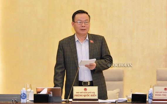 國會副主席馮國顯在會上發言。(圖源:Quochoi.vn)