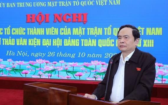 越南祖國陣線中央委員會主席陳清敏在會議上發表講話。(圖源:賢芳)