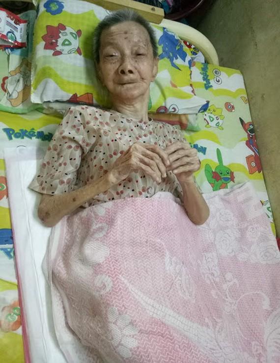 陳美蘭老大娘5年來一直臥床不起。
