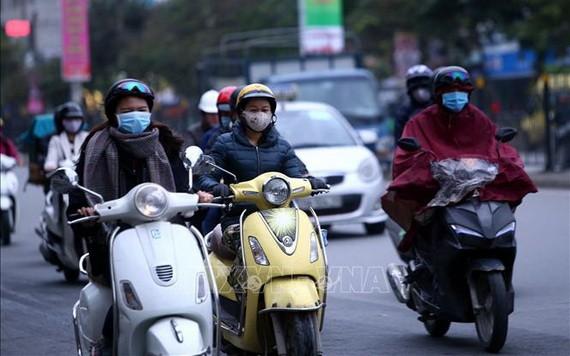 受較強冷空氣影響,河內市民外出都添置了厚衣。(圖源:越通社)