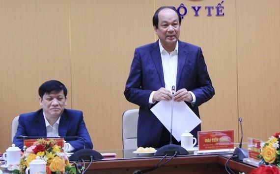 政府辦公廳主任、部長梅進勇(右)在會議上發表講話。(圖源:衛生部)