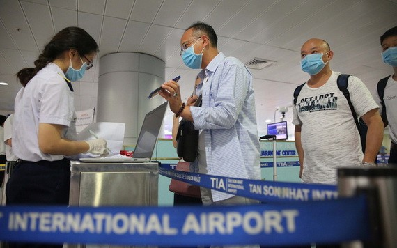 新山一機場對入境者加強疫情檢測工作。