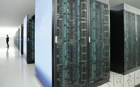 日本理化學研究所與富士通開發的超級電腦「富岳」,在17日發表的超級電腦計算速度排行榜TOP 500中蟬聯第一。(圖源:共同社)