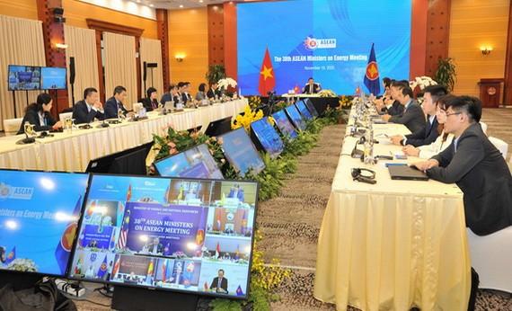 工商部副部長鄧黃安主持第三十八次東盟(東協)能源部長視像會議。(圖源:越通社)