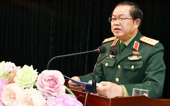國會副主席杜伯巳大將在與老街省寶勝縣選民接觸會上發言。(圖源:友黃)