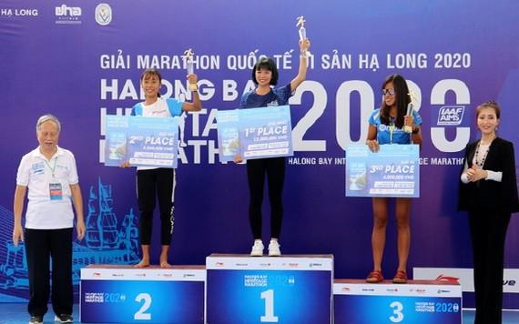 2020年國際下龍灣遺產馬拉松賽頒獎儀式。(圖源:互聯網)