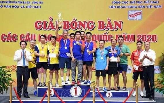 組委會向運動員頒獎。(圖源:互聯網)