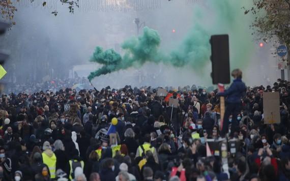法多個城市發生遊行示威至少46人被警方逮捕。(圖源:AP)