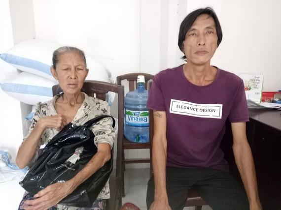 馮銀華與兒子來報社求助。