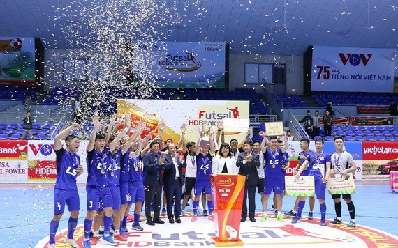 泰山南在擊敗慶和Sanvinest Sanatech隊之後奪得冠軍。(圖源:互聯網)