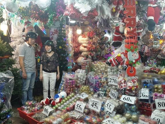 聖誕節商品淋琅滿目。