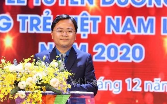 共青團中央執委會第一書記阮英俊在2020年第三次越南年輕人才大會上致開幕詞。(圖源:越通社)