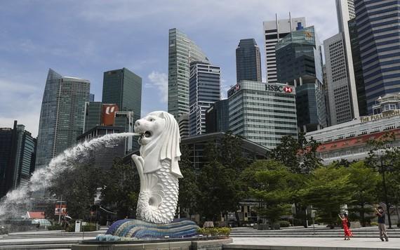 新加坡將在2021年1月開放全球商務旅遊泡泡,以提前準備明年5月在當地舉辦的世界經濟論壇(WEF)。圖為新加坡魚尾獅公園的面貌。(示意圖源:AP)
