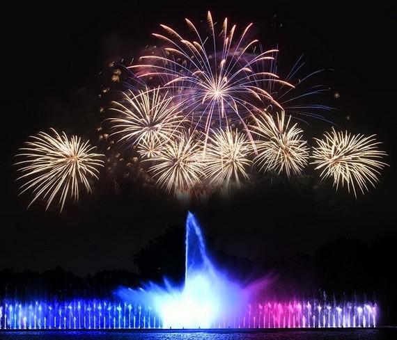 蓮潭公園今晚推出音樂噴泉煙花秀。
