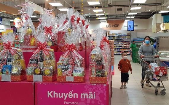 Co.opmart連鎖超市銷售春節禮品籃。