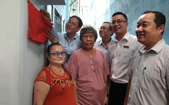 華人貧困戶獲建贈溫情屋