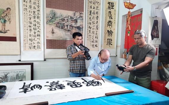 越南之聲廣播電台採訪人民藝人張路