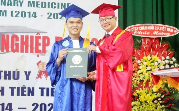 陳仲柯在畢業典禮上。