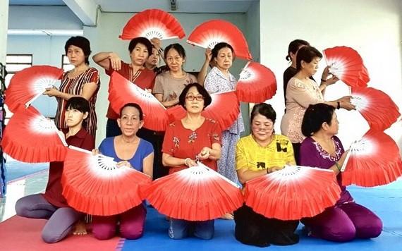 《茉莉花》歌舞排練一幕。