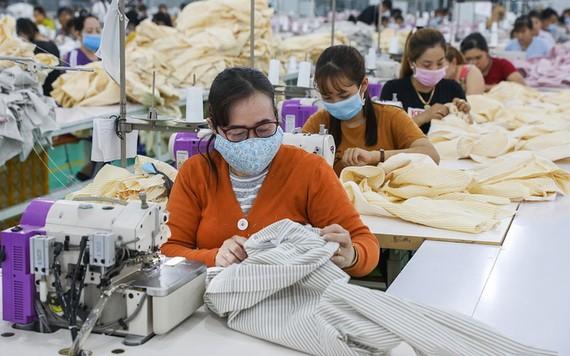 紡織品成衣企業與勞工共渡過困難時期。