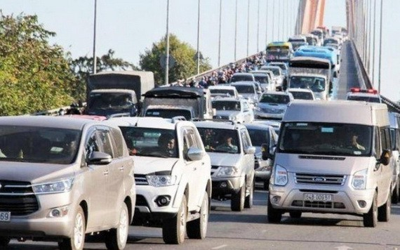 每逢節假日,迪廟橋的局部交通擁堵幾乎成了常態。(圖源:陳維)