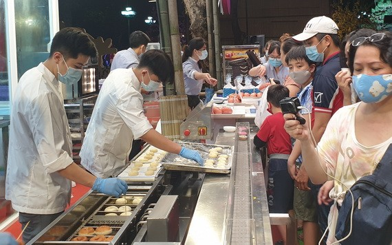 亞洲餅家攤位吸引廣大消費者光顧。