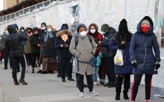 美紐約一處新冠檢測點市民排隊檢測。(圖源:互聯網)