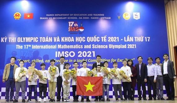 我國第十七次國際奧林匹克數學比賽參賽團隊。(圖源:玲慧)