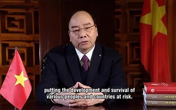 阮春福總理以視頻方式出席線上氣候適應峰會並發表講話。(圖源:越南與世界報)