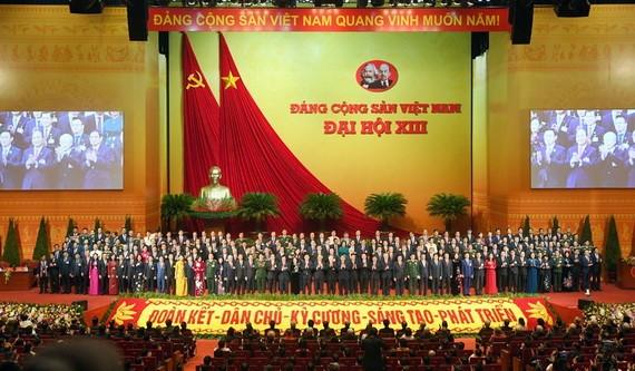 第十三屆黨中央執委會全體成員合照。(圖源:越通社)