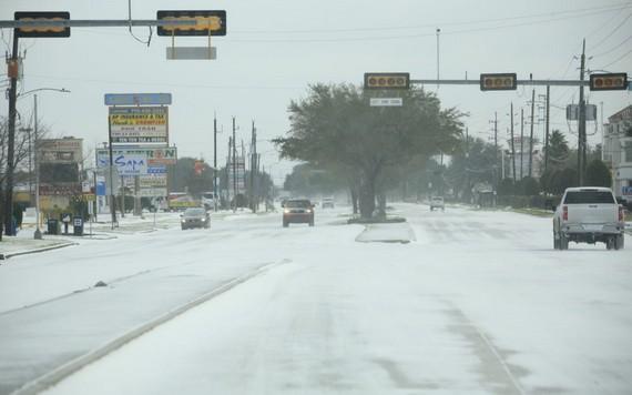 遭遇罕見冬季風暴的美國南部得克薩斯州21日水電供應逐步恢復正常。(圖源:互聯網)