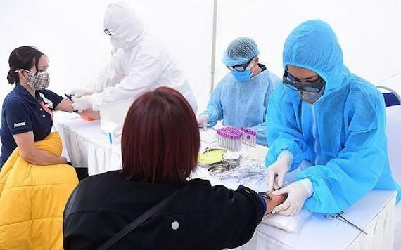 醫護人員是首要優先接種疫苗對象。(圖源:VNE)