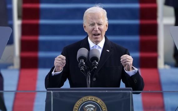 美國總統拜登解除了前總統特朗普去年發佈的「綠卡」凍結令。(圖源:AP)
