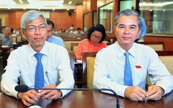 兩名市人委會副主席武文歡(左)與吳明洲(右)。(圖源:VNE)