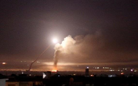 敘防空系統攔截來襲導彈。(圖源:視頻截圖)