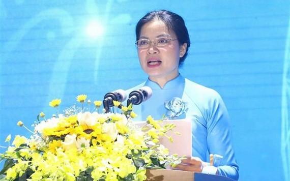 越南婦聯會中央主席何氏娥在儀式上致詞。(圖源:芳華)