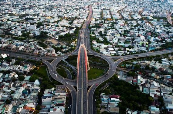 阮春福總理指示,峴港市總體規劃圖案應確保在保存與發展之間的和諧,重視改善市民的生活,制定未來期間該市現代和井然有序發展,成為中部與西原的大中心的導向。(圖源:)