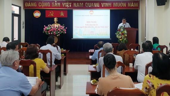吳青山副主席向各代表介紹比賽內容。