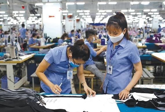 纺织品成衣业加大产量。