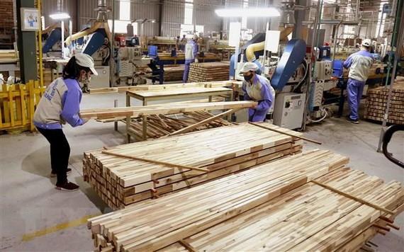图为WOODSLAND股份公司的木器加工车间。(图源:武生)
