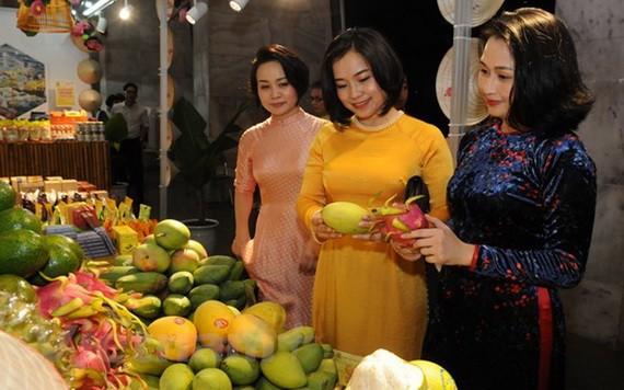 河内市展示产品促进贸易活动。