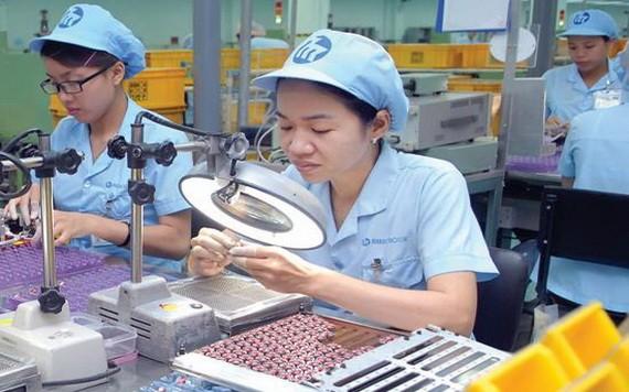 我国生产电子零配件出口。(图源:投资报)