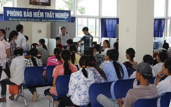 眾多失業者在社會保險機關辦理失業金領取手續。(圖源:G. Nam)