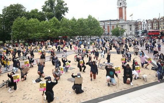 """2020年夏天席捲全英的""""黑人的命也是命""""反種族主義抗議活動。(圖源:Getty Images)"""