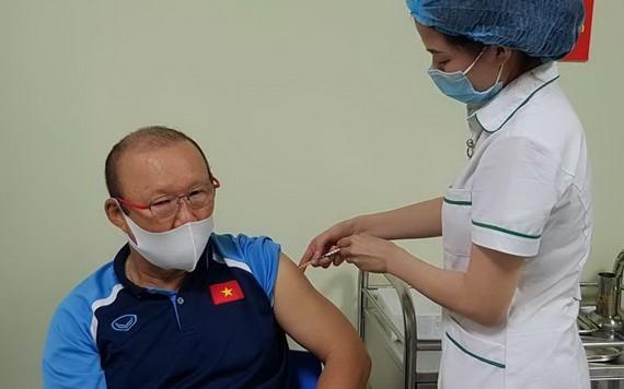 朴恆緒教練接種新冠疫苗。(圖源:小逢)
