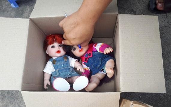 被查扣的疑似古曼童娃娃。(圖源:警方提供)