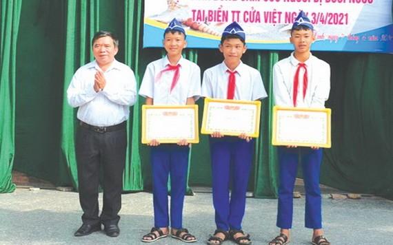 3名見義勇為學生獲表揚