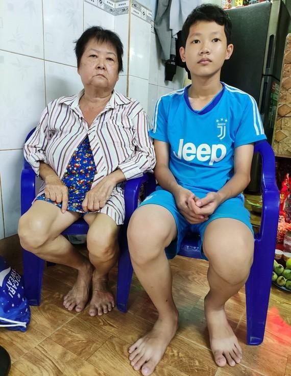 陳氏雪與輕微智障的孫子陳志權。